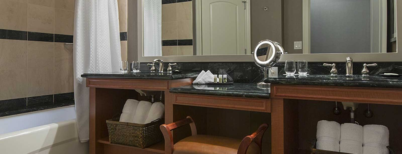 Corner Suite | The Westin Houston Downtown