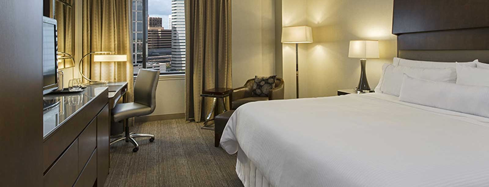 Traditional King Room | The Westin Houston Downtown